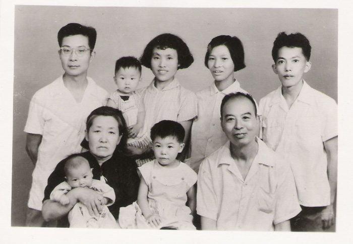纪庸1964年全家福(前排右一)