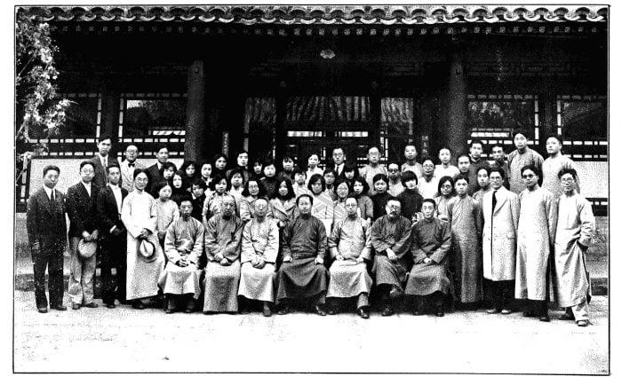 纪庸(纪国宣)1933年北师大毕业合影(后排右六)