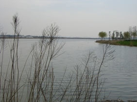 上方山石湖